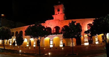Night time image of Salta Cabildo